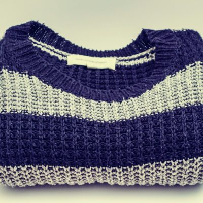 セーターやカーディガンに